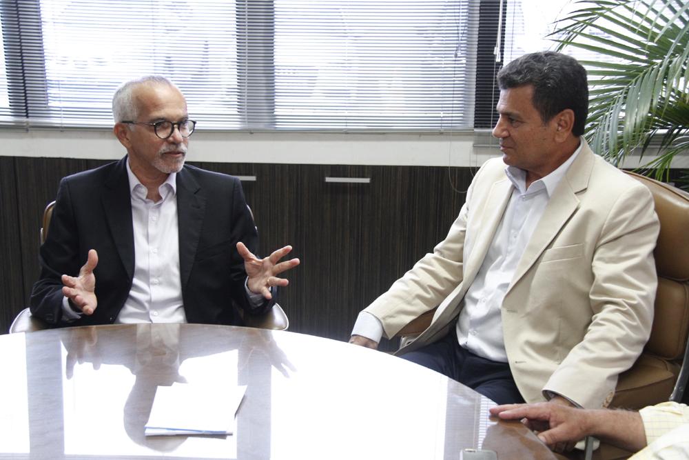 Ulices Andrade reforça papel orientativo do TCE em visita do prefeito de Aracaju