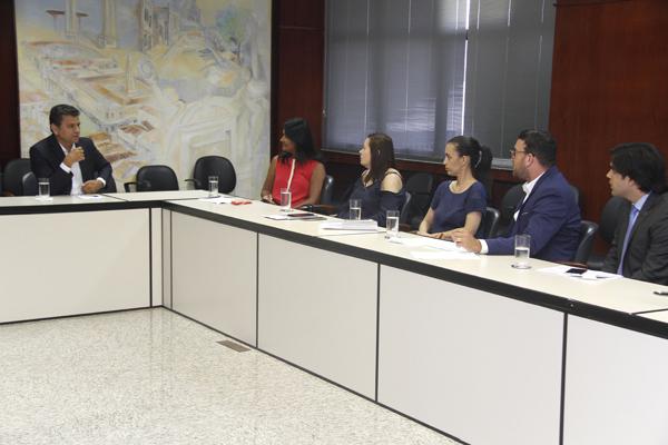 Presidente do TCE recebe prefeita de Aracaju em exercício para reunião sobre aquisição de medicamentos