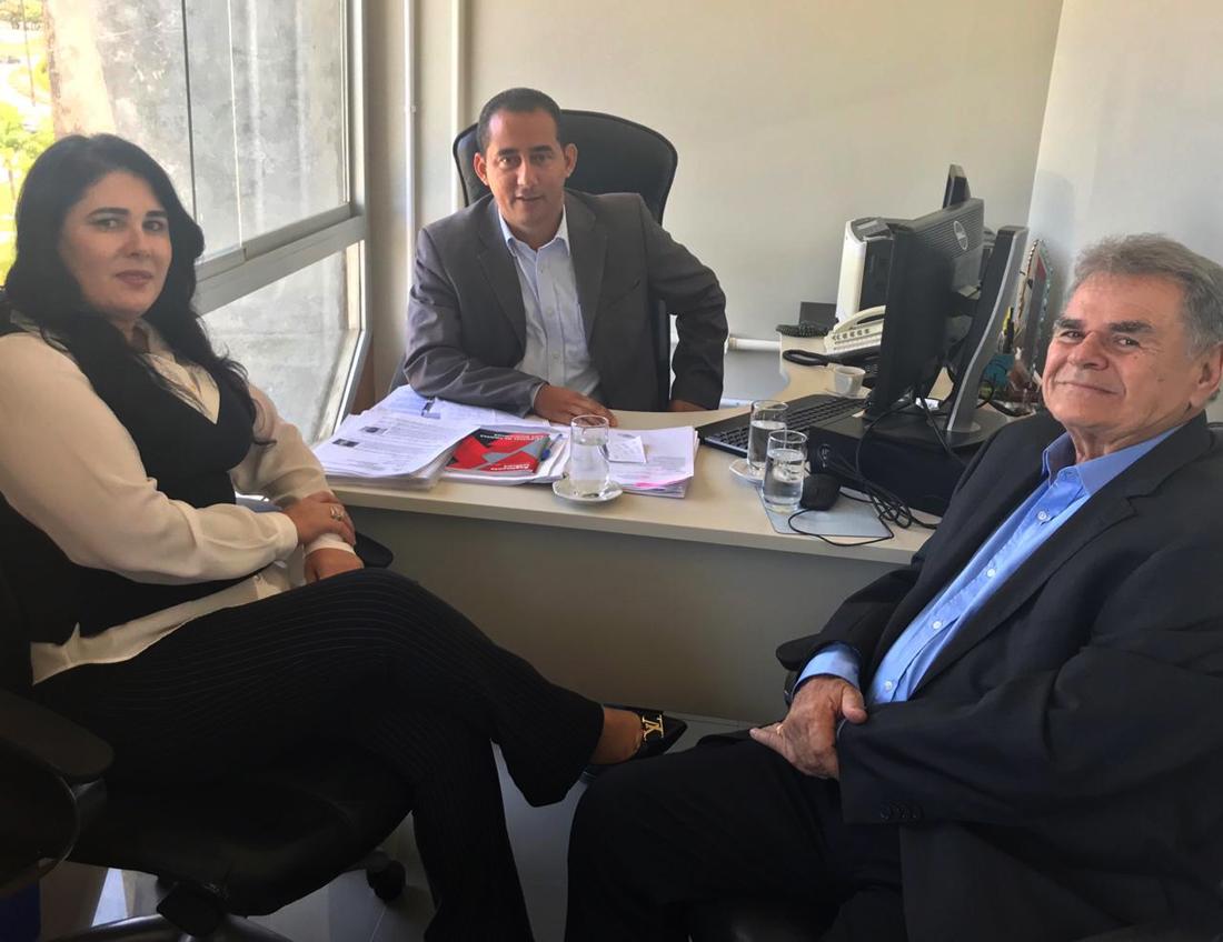 Conselheiro e diretora técnica conhecem atuação do TCM/BA na fiscalização dos consórcios públicos