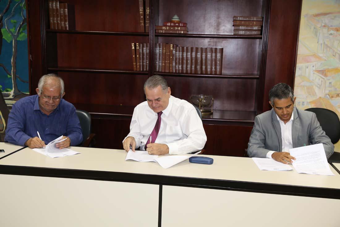 TCE firma termo que busca melhorias na saúde do município de Propriá