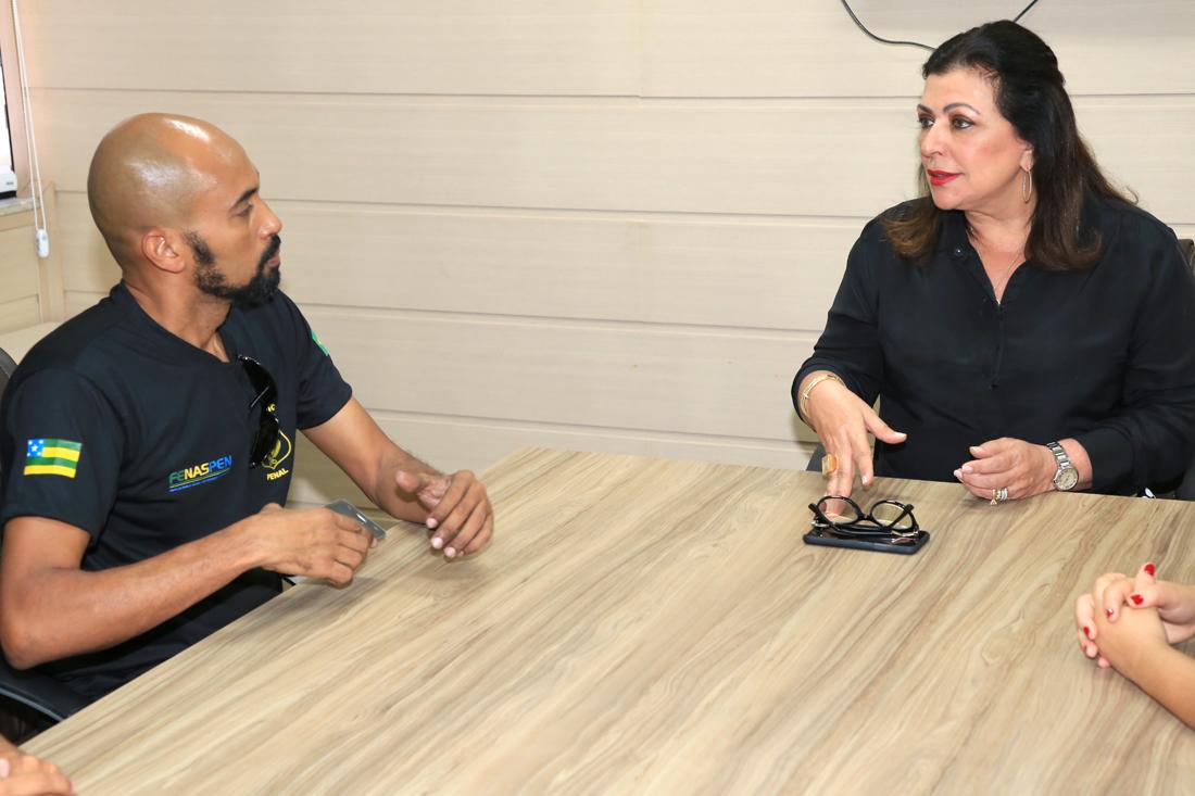 Conselheira Susana Azevedo dialoga com membros do Sindicato dos Agentes Penitenciários
