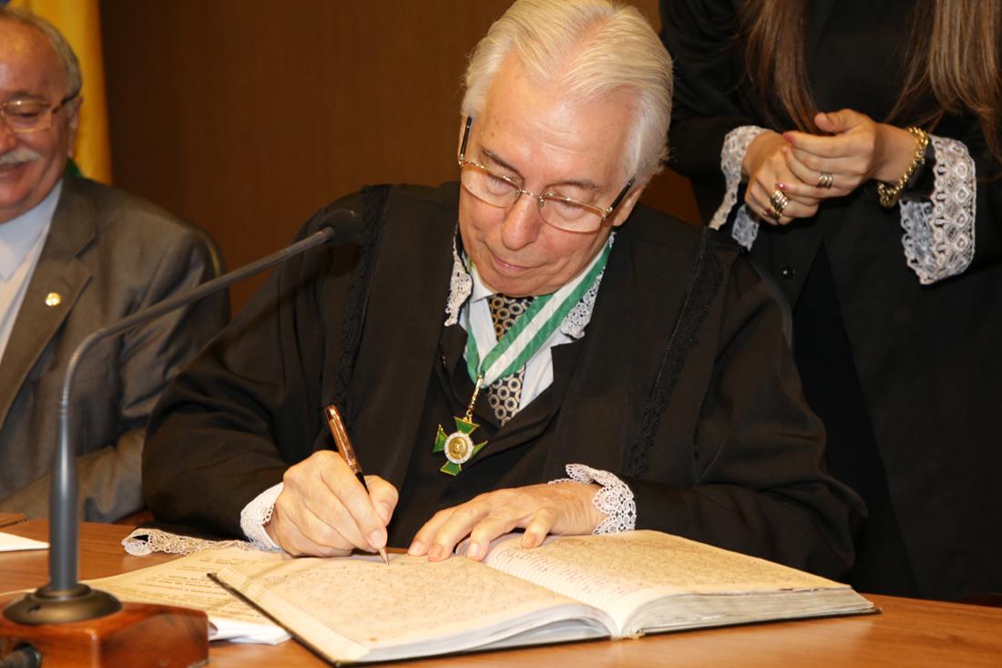 Conselheiro Luiz Augusto Ribeiro é empossado na presidência do TCE/SE