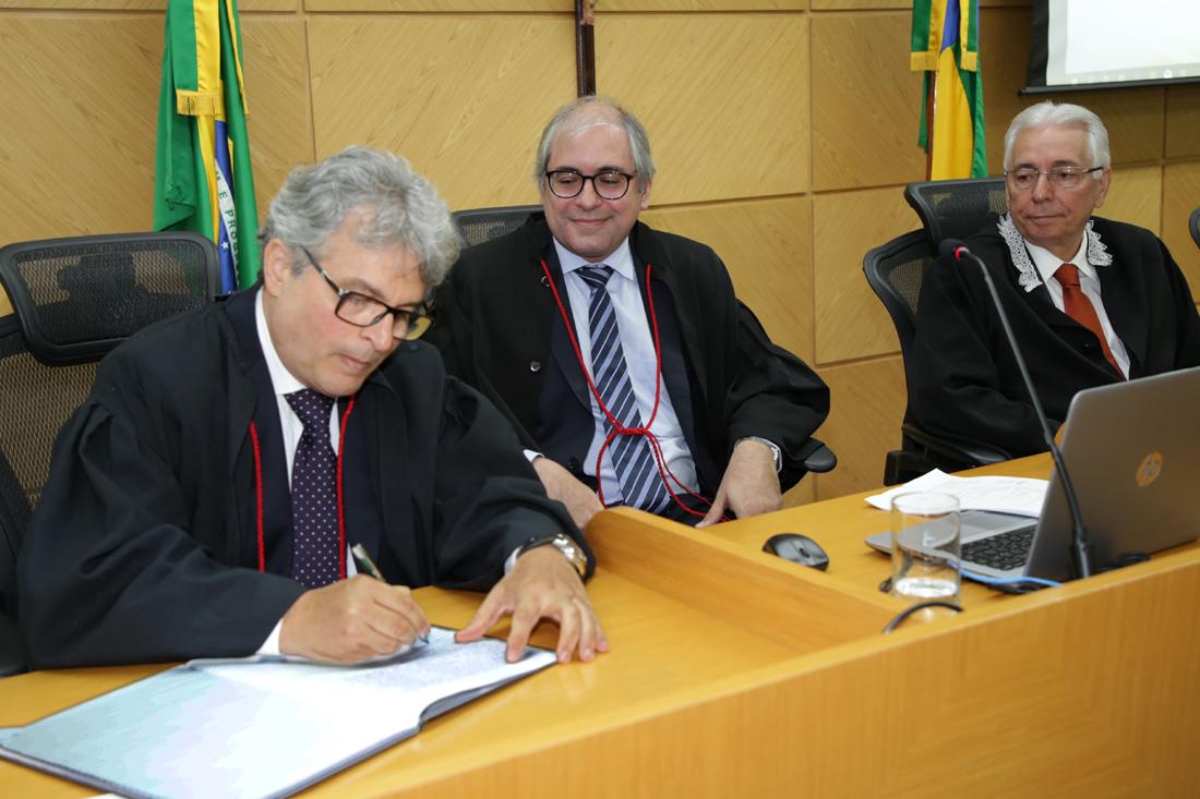 Luis Alberto Meneses toma posse como procurador-geral do MP de Contas