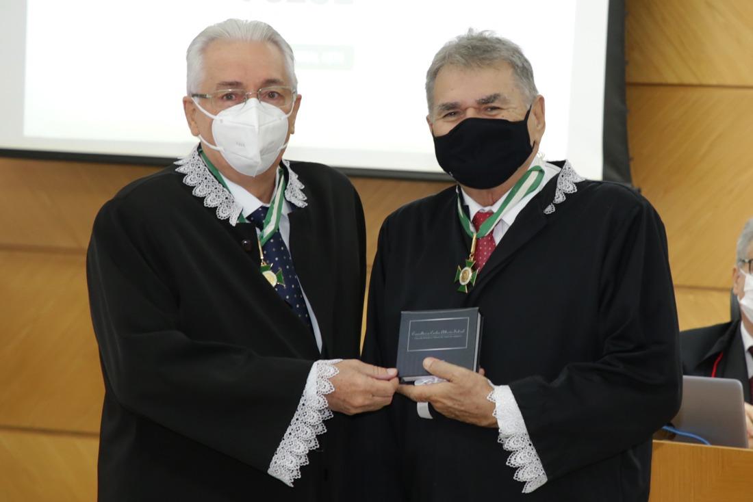 Conselheiro Carlos Alberto Sobral se aposenta após 36 anos de serviços prestados ao TCE/SE